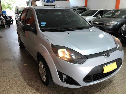ford fiesta max ambiente plus impecable