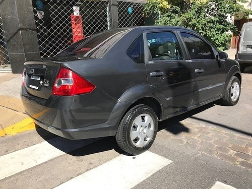 ford fiesta max ambiente plus mp3 año 2007. gris 2° titular
