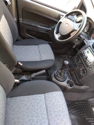ford fiesta max one ambiente plus 2011