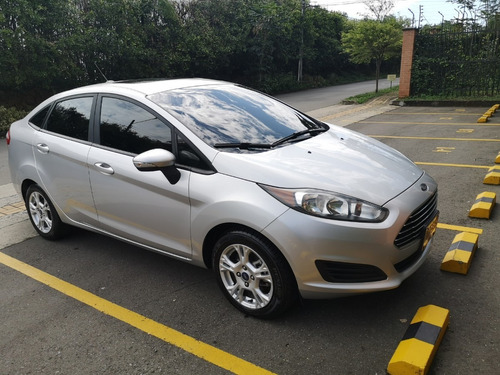 ford fiesta se automático. 6 airbags 2015