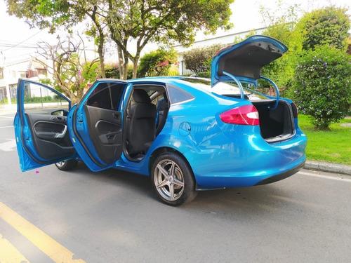 ford fiesta sportback sedan  at 1600cc