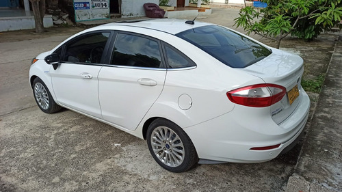 ford fiesta titanium 2015 blanco automatico sedan