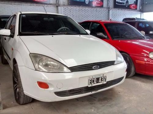 ford  focus    1.6 5p c/gnc    2003
