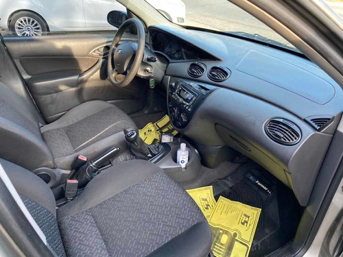 ford focus 1.6 ambiente mp3 2008