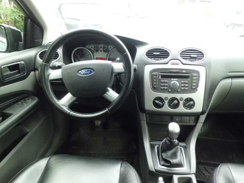 ford focus 1.6 gl 4 portas preto 2010 couro. oferta!