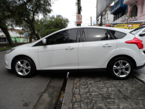 ford focus 1.6 s flex 5p, excelente estado.