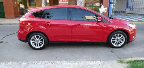 ford focus 1.6 s nafta 5 puertas color rojo
