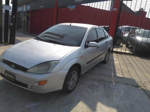 ford focus 1.8 l ghia 2000