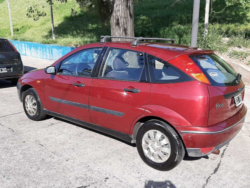 ford focus 1.8  lx año 2002