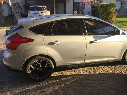 ford focus 2.0 at6 titanium