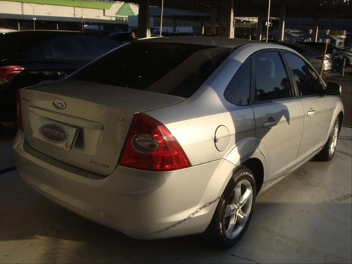 ford focus 2.0 glx sedan 16v