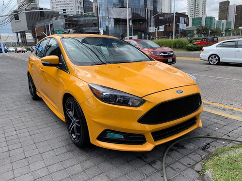 ford focus 2.0 l st mt