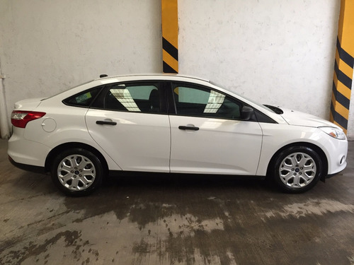 ford focus 2.0 se at.