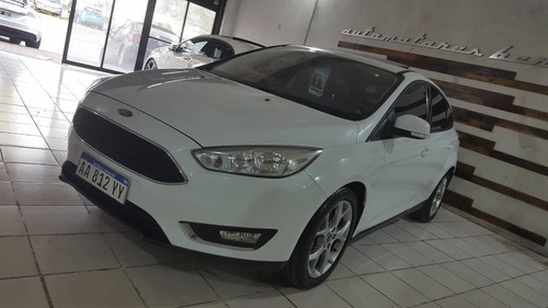 ford focus 2017 se plus  permuto / financio