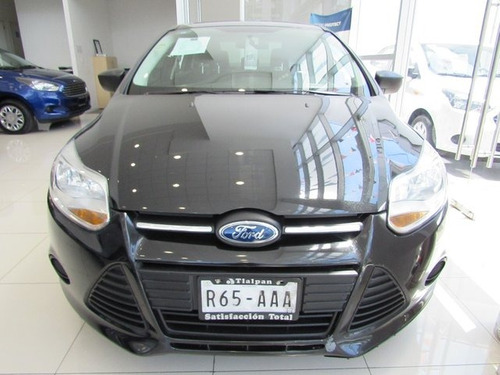 ford focus  4 pts. ambiente, tm5, a/ac., ve, cd, r-16 2014