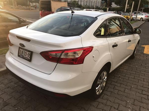 ford focus 4p ambiente l4 2.0 man