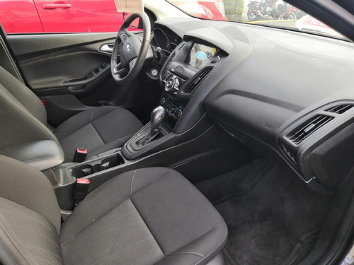 ford focus 4p se luxury l4/2.0 aut