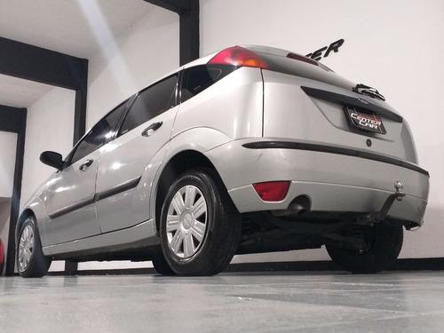 ford focus ambiente 1.8 td 2004 $270000