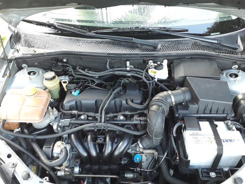 ford focus ambiente 4p 1.6 ln 2005   $  420.000
