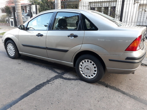 ford focus ambiente 4p 1.6 ln 2005   $  480.000