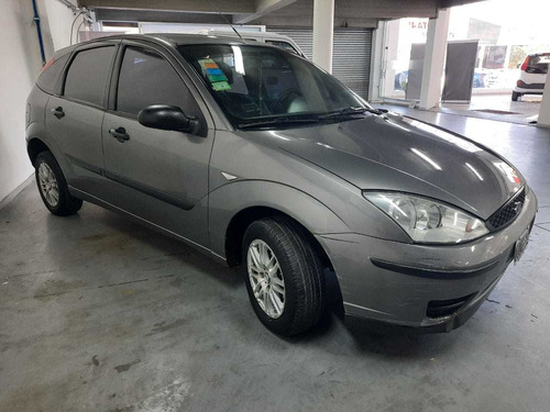 ford focus ambiente 5p 1.6 mt 2008 124.000 km. gris oscuro