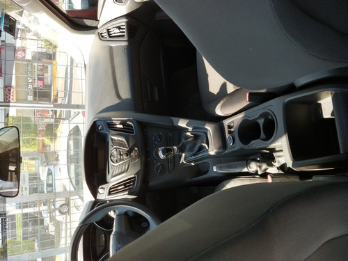 ford focus ambiente, modelo 2014, color gris plata