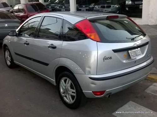 ford focus edge 5 puertas gris plata 2004