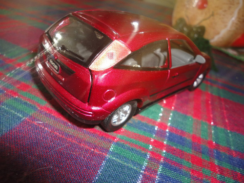 ford focus  escala 1/30. sinnyside.impecable!