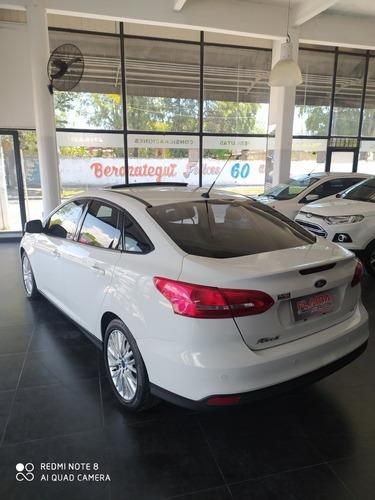 ford focus iii 2.0 sedan se plus mt 2016 permuto financio