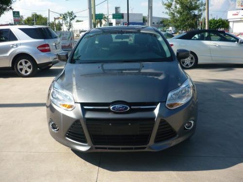 ford focus se modelo 2012 color gris