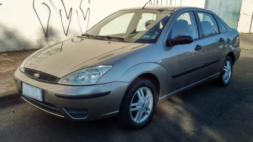 ford focus sedan 2.0 * * automático * * 2004