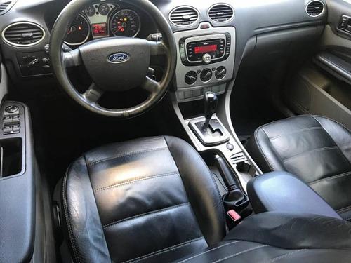 ford focus sedan 2.0 ghia