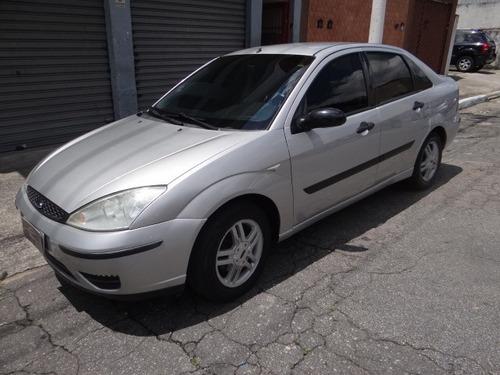 ford focus sedan 2.0 prata automático completo - 2005