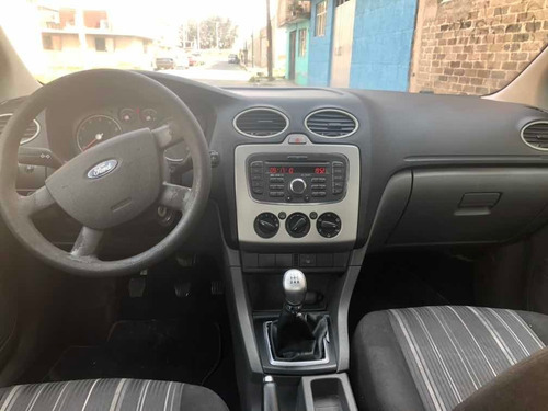 ford focus sedan ambiente 5vel mt 2010