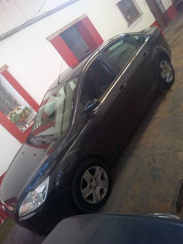 ford focus sedan ambiente 5vel mt