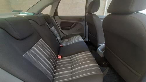 ford focus sedan ambiente at 2011
