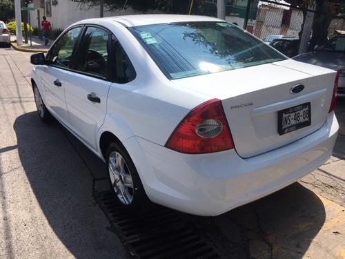 ford focus sedan ambiente at