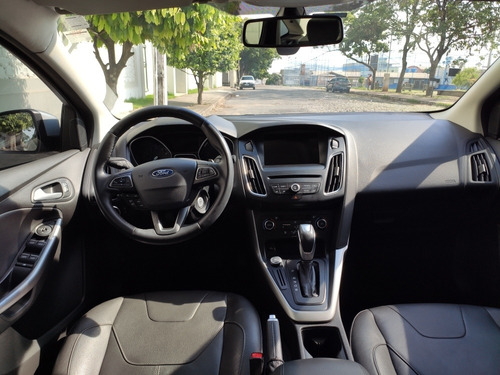 ford focus sedan se plus