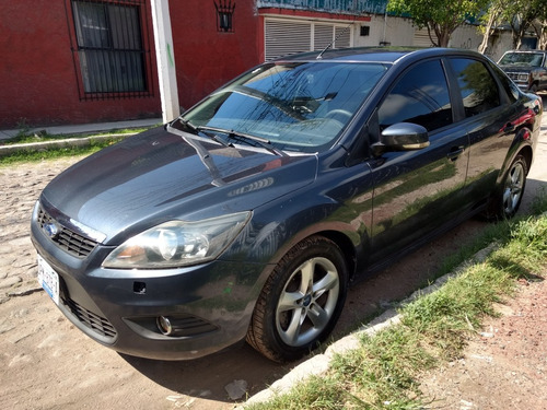 ford focus sedan sport 5vel mt 2010