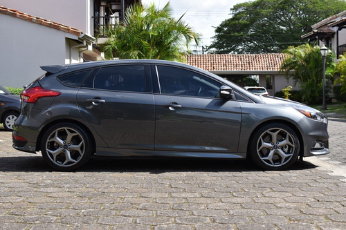 ford focus st 2017 22,788km