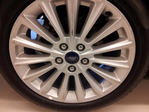 ford focus titanium at 2.0 4p