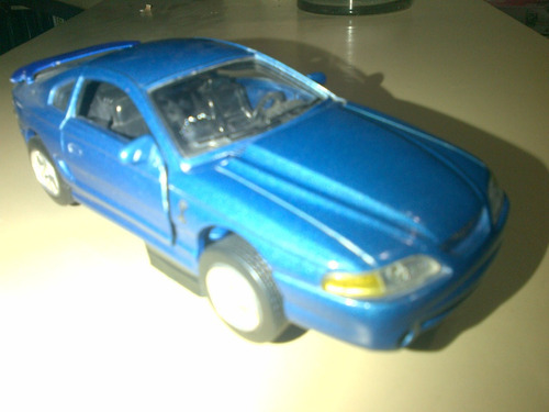 ford gt mustang año 1994 a escala 1:32 marca new ray toys