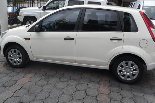 ford ikon 1.6 ambiente ac mt 2014 impecable