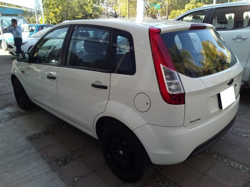 ford ikon 5p ambiente l4 1.6 man a/a