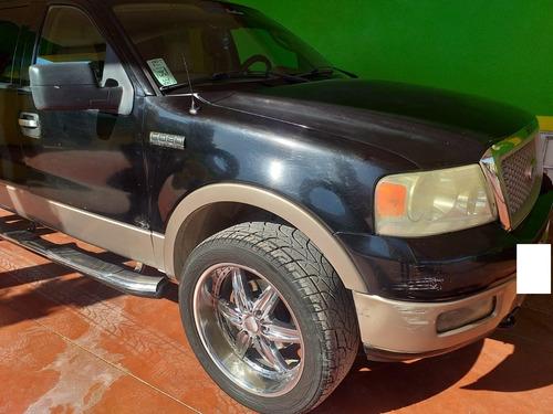 ford lobo, motor 5.4, año 2004, color negro, 4 puertas