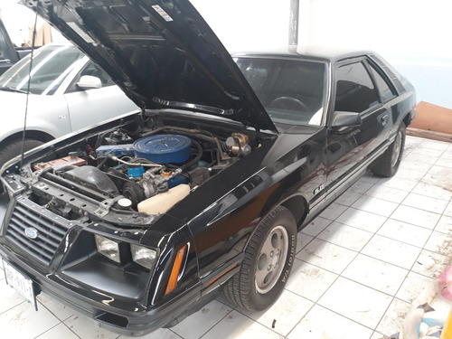 ford mustang 1984, color negro