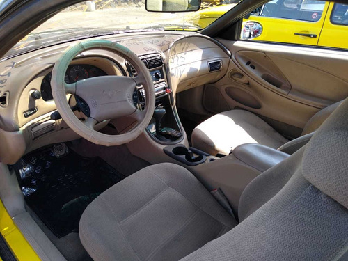 ford mustang $57000 a tratar