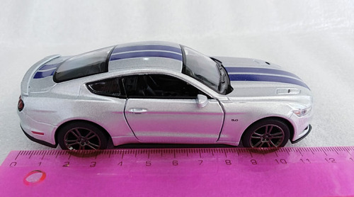 ford mustang gt 2015, escala 1:36, 12cms largo, metálico