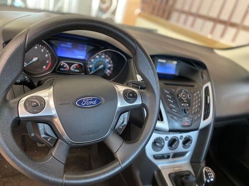 ford  negociable  focus ---