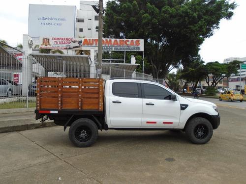ford ranger doble cabina de estacas 2.200